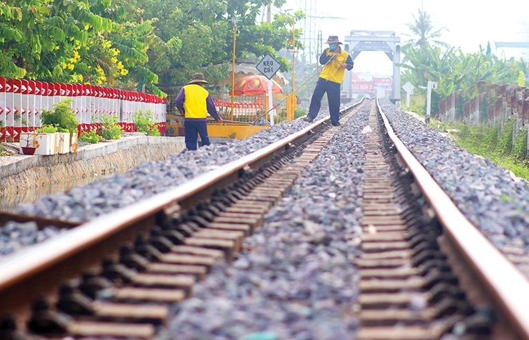 Outdated framework impedes rail recovery