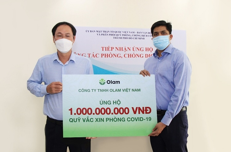 The Vietnam Fatherland Front Committee of Ho Chi Minh City received VND1 billion from Olam Vietnam