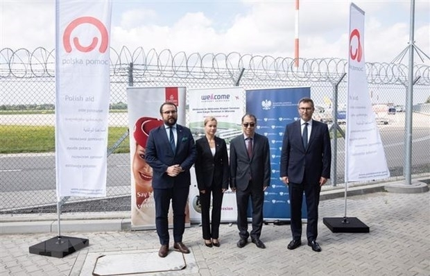Poland hands over COVID-19 vaccine batch to Vietnam