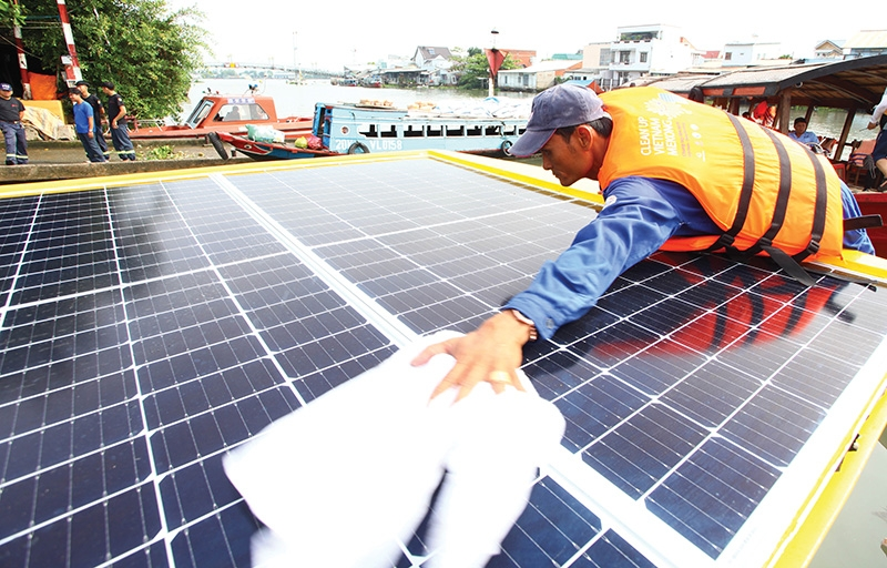 Vietnam currently maintains an open import policy for solar panels and does not require special licences, Photo: Le Toan