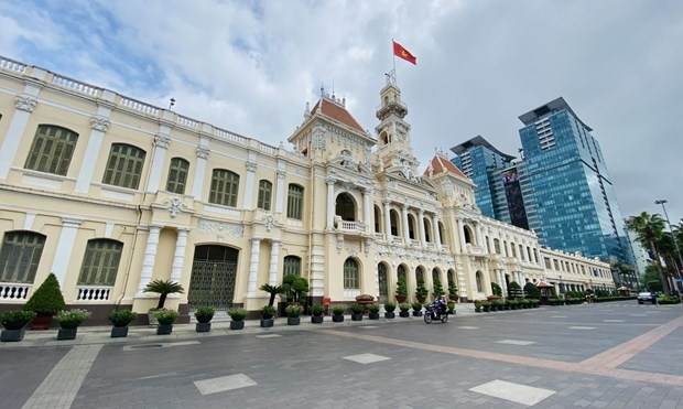 In front of the Ho Chi Minh City People's Committee Headquarters. (Photo: VNA)