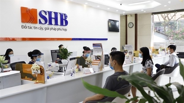 SHB's employees and customers wearing masks during transactions in its office. (Photo: VNA)