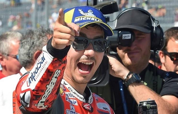 Lorenzo takes pole for Aragon MotoGP, Rossi struggles