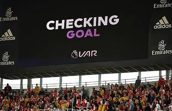 English refs chief admits four VAR mistakes in Premier League