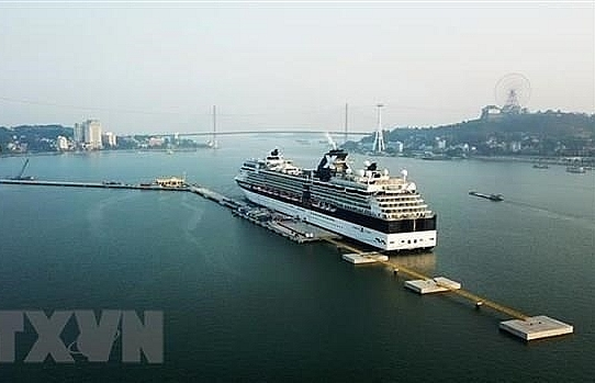 Ha Long city rises from services, tourism