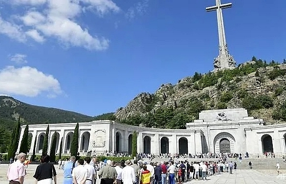 Spain court approves exhumation of Franco's remains
