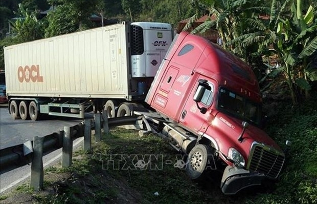 Ministry cracks down on container trucks violating rules