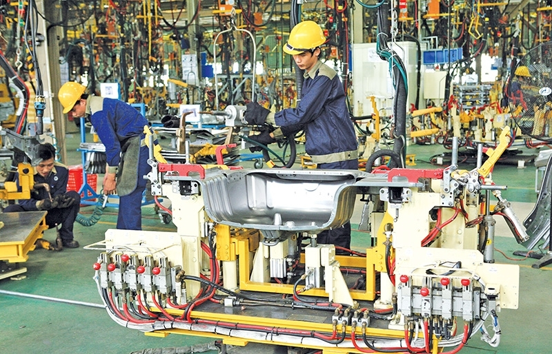 Auto industry steers strategy towards wider supply chains