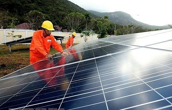 EVN pilots online platform to assist with roof-top solar power development