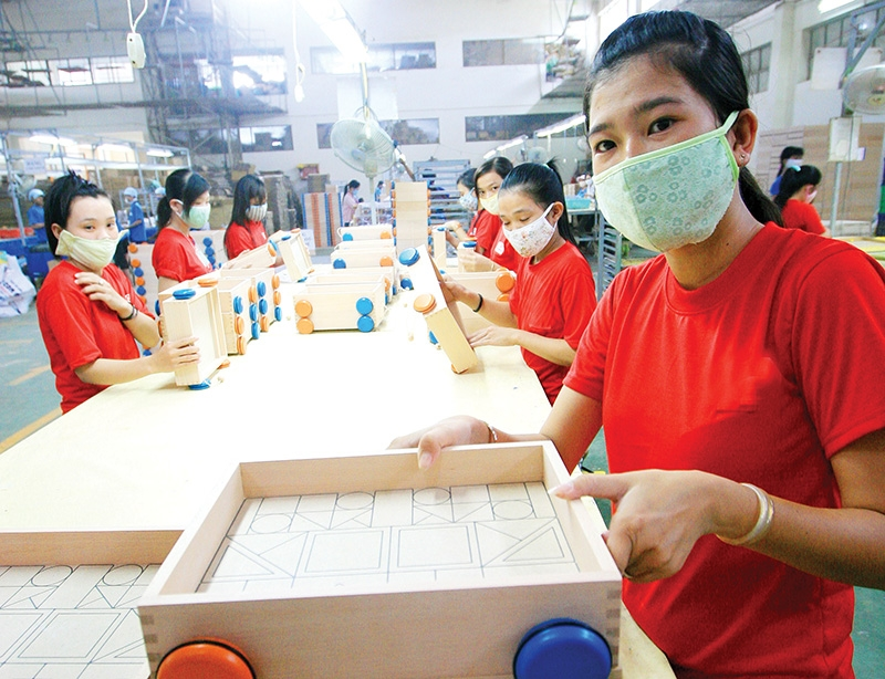 Female-led businesses have suffered the most during the pandemic due to leaders' additional responsibilities, photo Le Toan