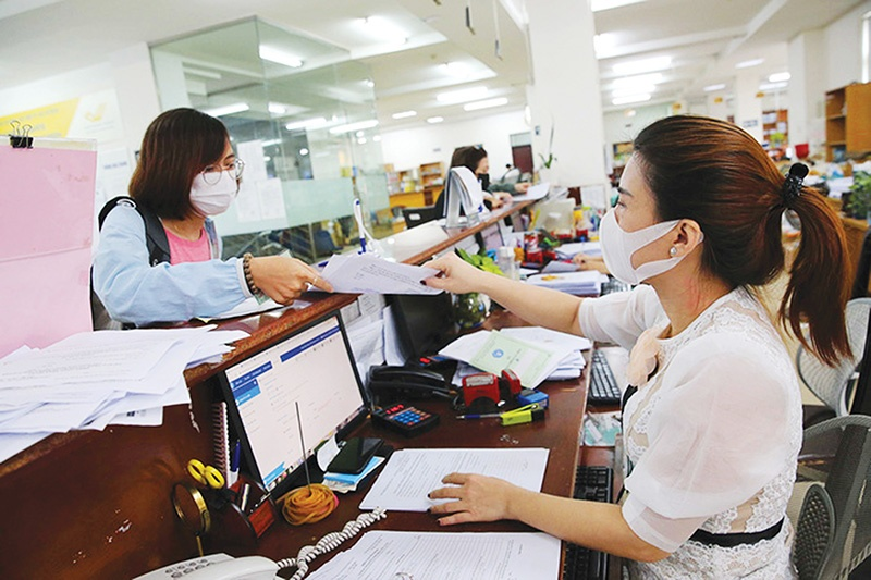 Many smaller companies are struggling to keep up with insurance payments while halting production, Photo: Le Toan