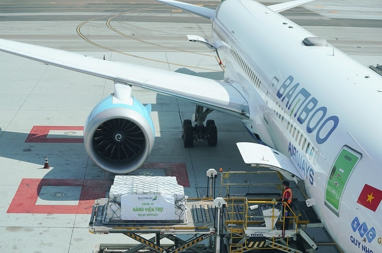 The return flight from San Francisco to Hanoi will carry 7 tons of medical equipment and supplies from the Consulate General of Vietnam in San Francisco for free.