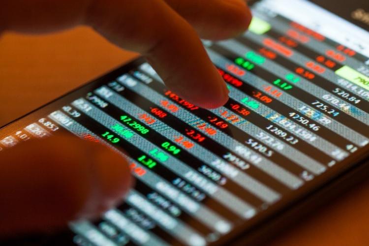 Market rebounds on energy stocks