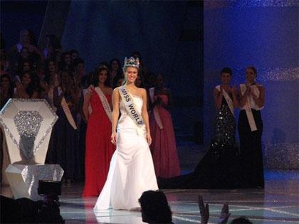 American teen crowned Miss World 2010