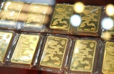 Gold price jumps sharply in Vietnam