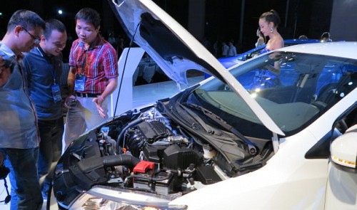 ASEAN-made car imports to Vietnam rise sharply over tax cut