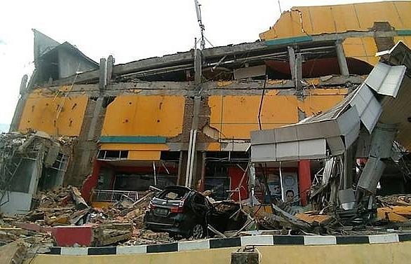 Mass burials to begin as Indonesia quake-tsunami toll tops 800