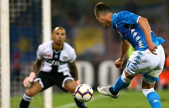Napoli striker Milik robbed at gunpoint after Liverpool win