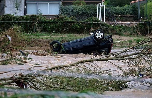 11 killed as floods hit southwest France