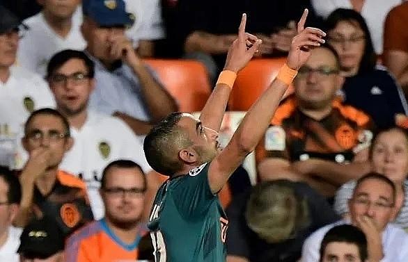 Ziyech's stunner helps Ajax ease past Valencia
