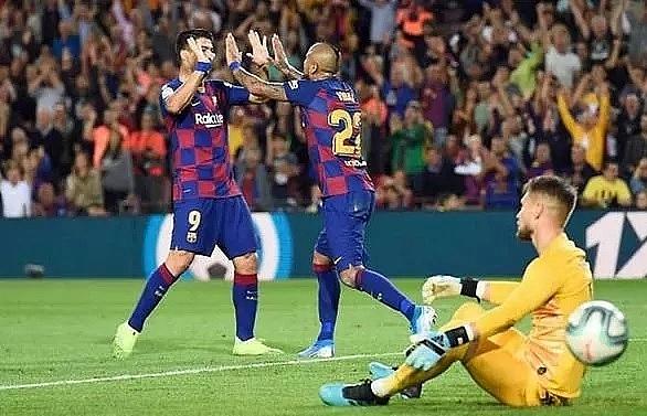 Barcelona run riot against Sevilla to give La Liga familiar look