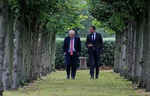 EU and UK bid to save Brexit talks before key summit