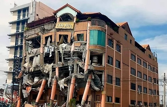 At least 5 dead, hotel collapses after strong quake hits southern Philippines