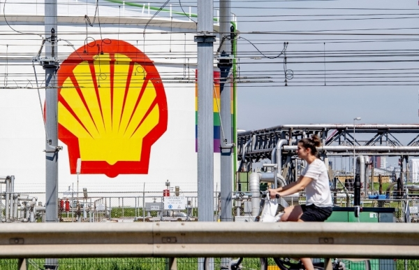 virus hit shell says cutting up to 9000 jobs by 2022
