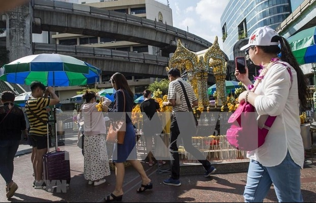 Thailand allows partial reopening of borders to tourists