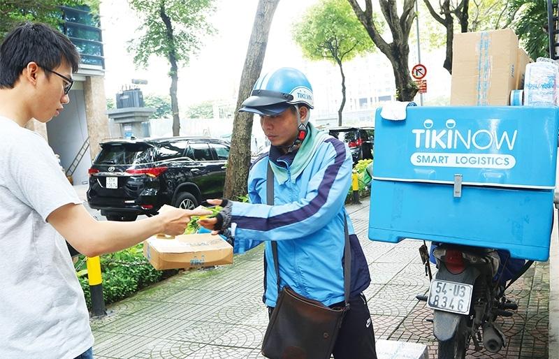 Last-mile delivery services battle over market share