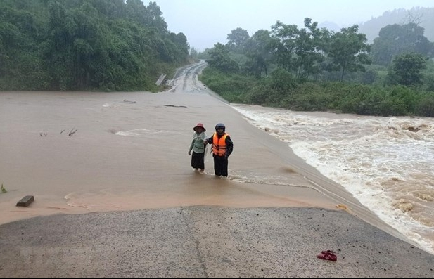 PM requests extra efforts to cope with floods in central region