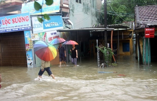 Severe flooding leaves 18 dead, 14 missing in central Vietnam