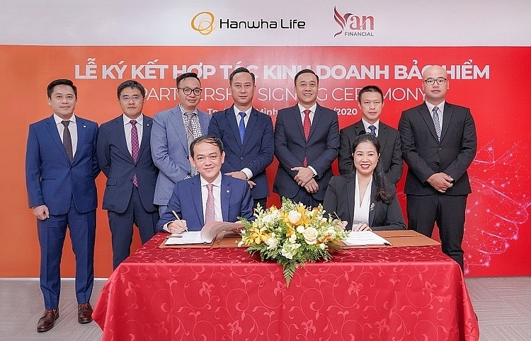 hanwha life vietnam inks strategic partnership with yan financial to benefit customers