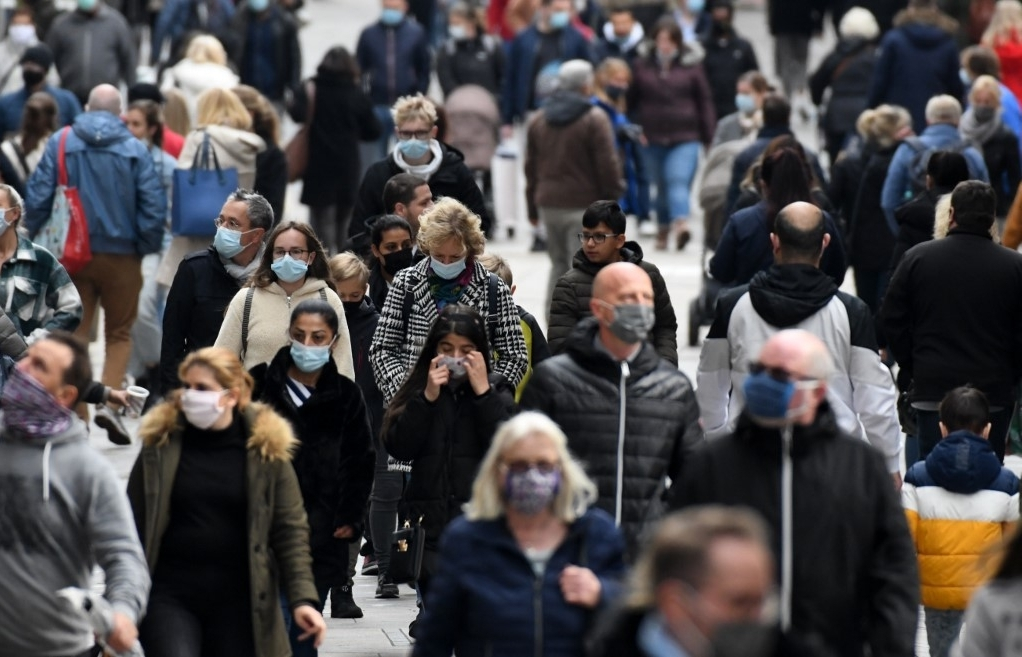 Germany sees 6,638 daily virus cases, highest since start of pandemic