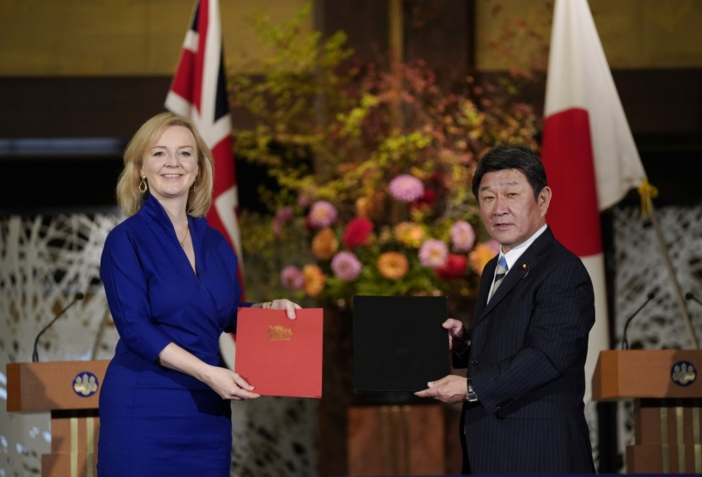 britain inks post brexit trade deal with japan