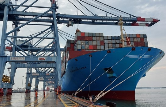 Southern sea port welcomes ultra-large container ship