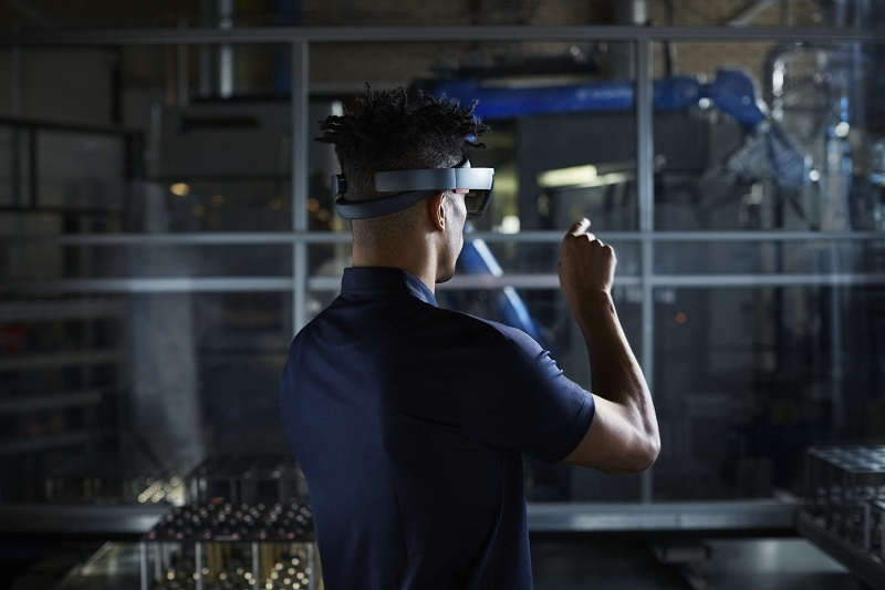 leveraging mobile connectivity for smarter factories