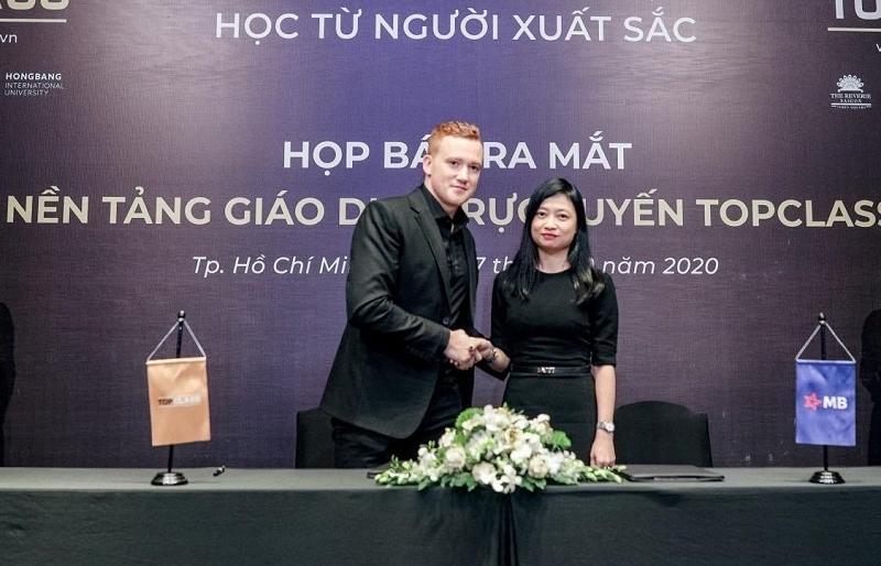 Online education platform TopClass launched in Vietnam
