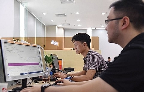 VN stocks inch up amid rising caution