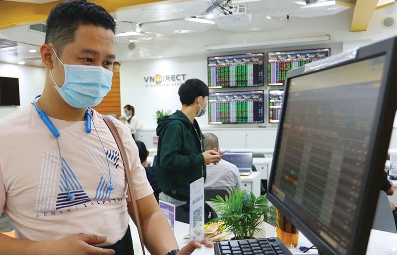 Stock market pursues race to lure cash flows