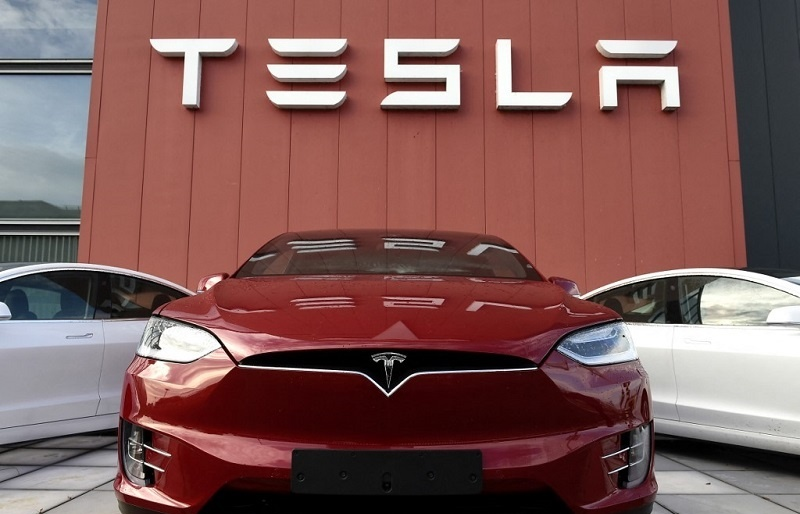Tesla ends above $1 tn in value, Dow and S&P 500 at records