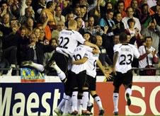 Valencia strike early to keep hopes alive