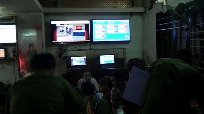 132 arrested for organising online gambling