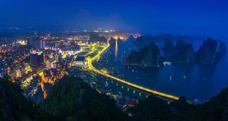 ha long photo exhibition features vietnamese nation people