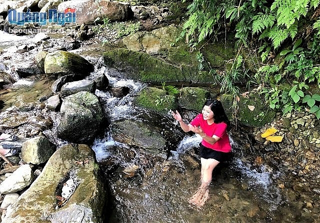 tuyen tung waterfall a highlight in quang ngai tourism