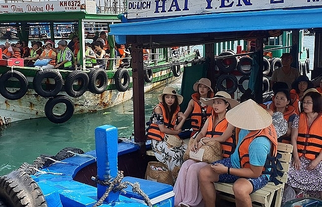 investigation into fake tour guide card in khanh hoa proposed