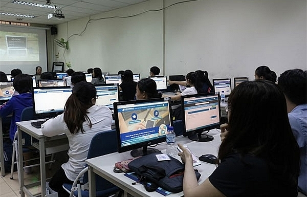 Domestic universities offer e-learning to more students