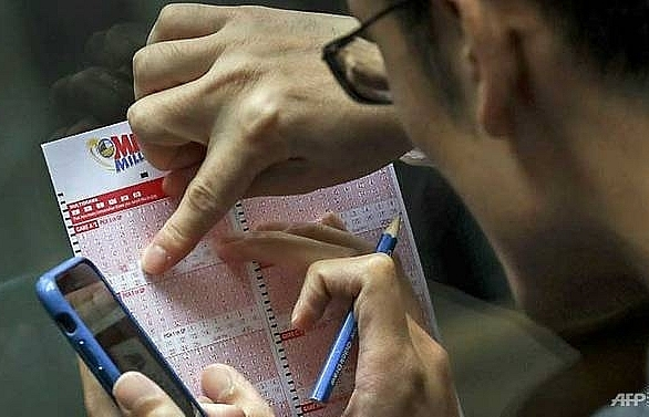 US couple win US$1.8 million after finding discarded lottery ticket