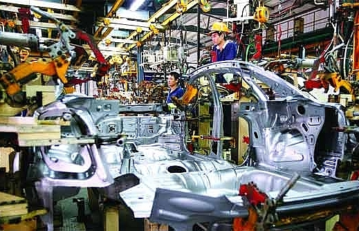 Auto industry lures firms