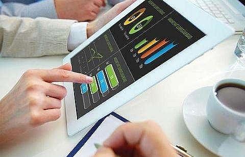 VN Index falls deeper despite growth in petrol, finance-banking